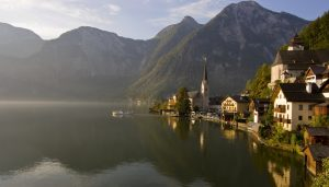 Hallstatt-lake-and-village-s1